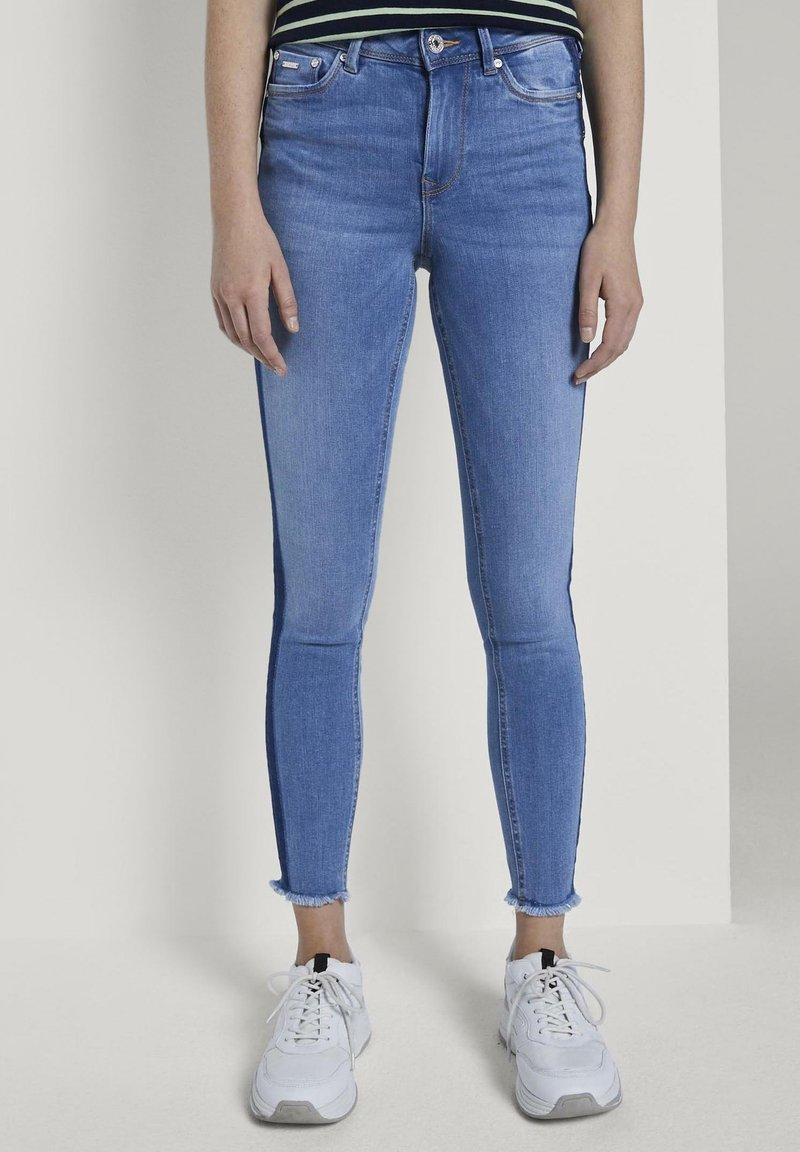 TOM TAILOR DENIM - MIT STREIFEND - Jeans Skinny Fit - mid stone blue denim