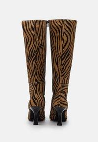 Jeffrey Campbell - HUXTABLE - Boots - tan/black - 3