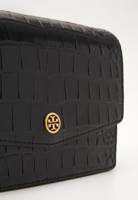 Tory Burch - ROBINSON EMBOSSED MINI SHOULDER BAG - Taška s příčným popruhem - black