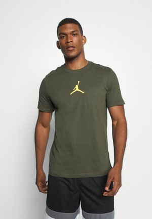 JUMPMAN CREW - Print T-shirt - cargo khaki/laser orange