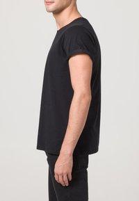 Resteröds - JIMMY - Basic T-shirt - black - 3