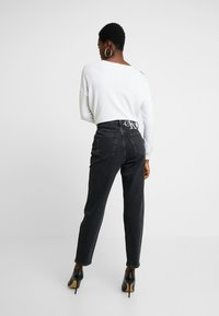 Calvin Klein Jeans - MOM - Relaxed fit jeans - black - 2