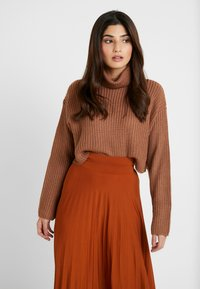 Missguided Petite - ROLL NECK CROP JUMPER - Strickpullover - mocha - 0