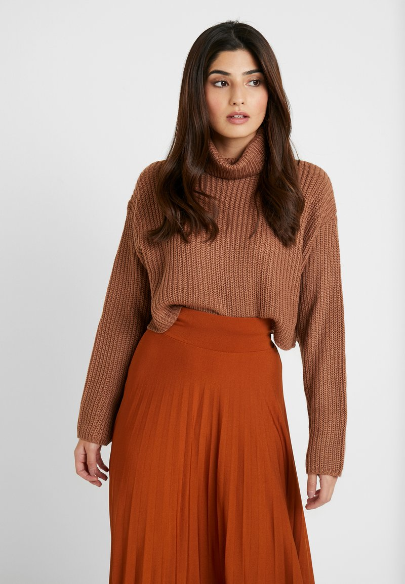 Missguided Petite - ROLL NECK CROP JUMPER - Strickpullover - mocha