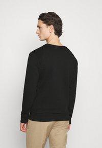 CLOSURE London - LINEAR STATUE CREWNECK - Sweatshirt - black - 2
