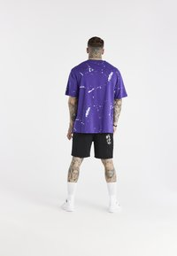 SIKSILK - SPACE JAM DISTRESSED GRAPHIC TEE UNISEX - Print T-shirt - purple - 2
