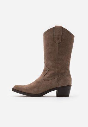 GLADIS - Cowboystøvler - taupe