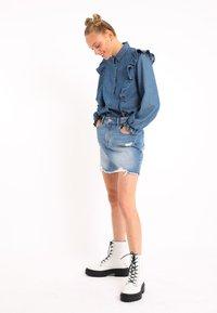 Pimkie - MIT VOLANTS - Button-down blouse - blau - 1