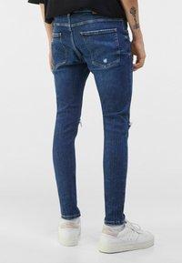 Bershka - MIT RISSEN  - Jeans Skinny Fit - blue - 2