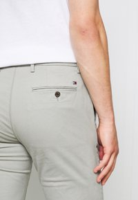 Tommy Hilfiger - DENTON  - Chino - grey - 4