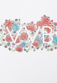 Victoria Victoria Beckham - EMBROIDERED FLORAL LOGO - Print T-shirt - white - 5