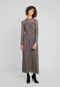 Taifun - Maxi dress - camel - 0