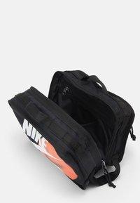 Nike Sportswear - UTILITY BAG UNISEX - Wash bag - black/black/white - 2