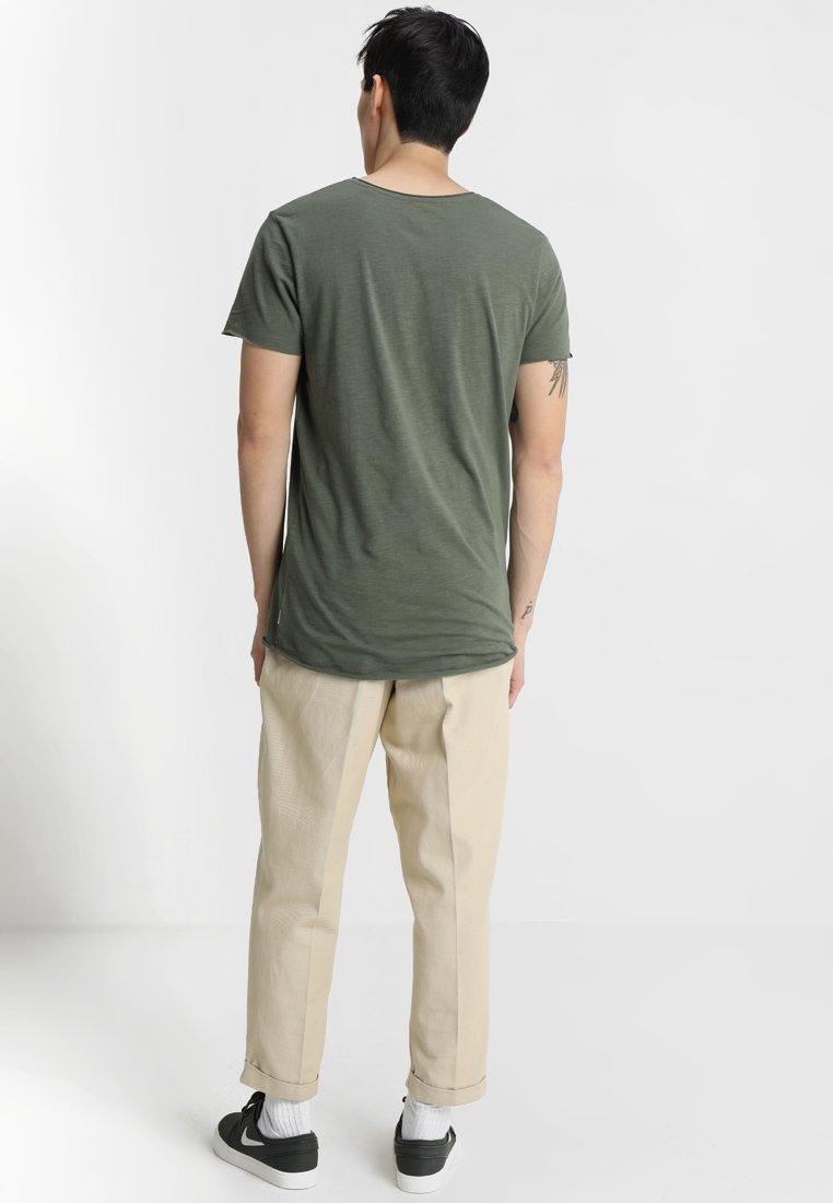 Jack & Jones JJEBAS TEE - Basic T-shirt - thyme zWPjy