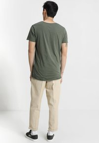 Jack & Jones - JJEBAS TEE - Basic T-shirt - thyme - 2