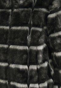 s.Oliver BLACK LABEL - Winterjacke - black - 2
