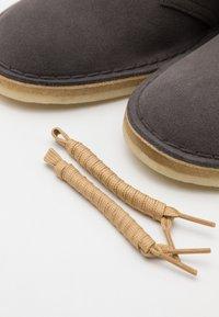 Clarks Originals - DESERT BOOT - Stringate sportive - slate grey - 5