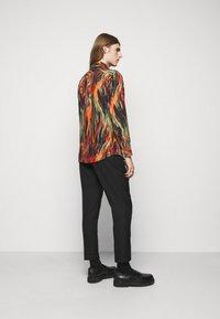 Vivienne Westwood - BUTTON KRALL - Shirt - black/orange/olive - 2
