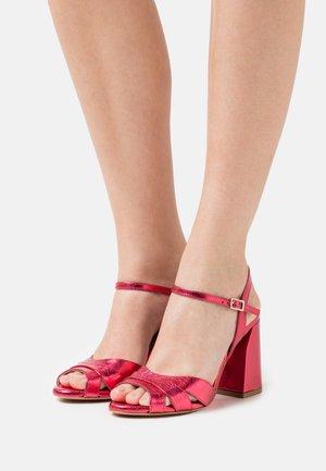 Sandals - framboise