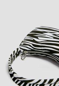 PULL&BEAR - Håndtasker - white - 4