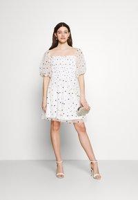 Lace & Beads - CALI DRESS - Koktejlové šaty/ šaty na párty - white - 1