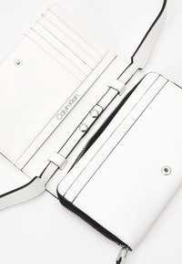 Calvin Klein - Across body bag - white - 3