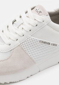 MICHAEL Michael Kors - ALLIE TRAINER - Zapatillas - optic white - 4
