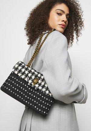 TWEED KENSINGTON BAG - Taška spříčným popruhem - black/white