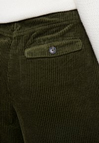 Marc O'Polo - PANTS BARA WIDE LEG HIGH RISE FLAP POCKETS - Trousers - farmland green - 5