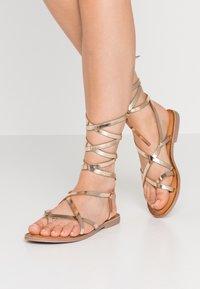 Gioseppo - CLAVERACK - T-bar sandals - oro - 0