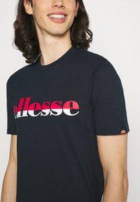 Ellesse - FILIP - T-shirt z nadrukiem - navy - 3