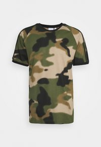 adidas Originals - CAMO CALI - T-shirt con stampa - wild pine/multicolor/black - 5