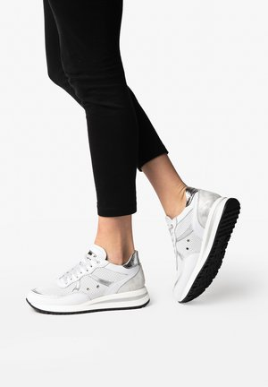 NANCY 11A - Trainers - argento