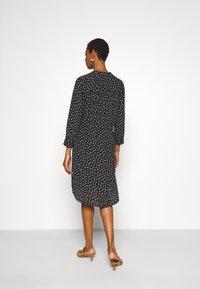 Selected Femme Tall - SLFDAMINA 7/8 DRESS - Hverdagskjoler - black - 2