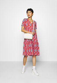 Rich & Royal - DRESS PRINTED - Denní šaty - summer red - 1