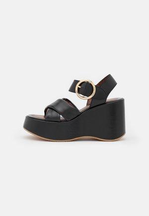 LYNA WEDGE - Sandály na platformě - black