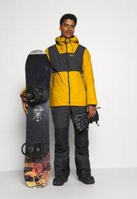 COLOURWEAR - BLOCK JACKET - Snowboard jacket - yellow - 1