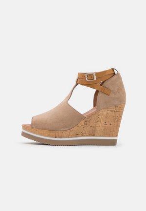 MARY - Korolliset sandaalit - marvin