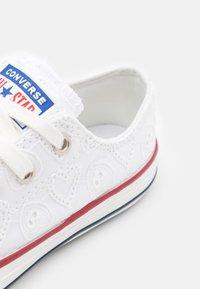 Converse - CHUCK TAYLOR ALL STAR UNISEX - Tenisky - white/vintage white/multicolor - 5
