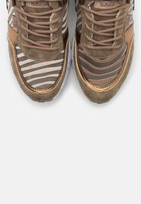 XTI - Zapatillas - bronze - 5