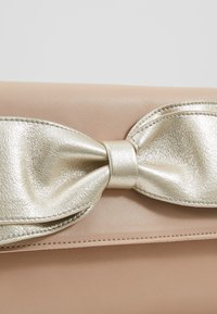 Dorothy Perkins - BOW  - Clutches - gold - 6