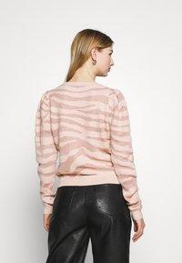 ONLY - ONLCERIE - Sweatshirt - seashell pink/gilded beige glitter - 2