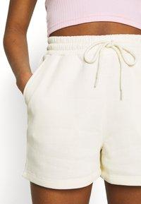 Pieces - PCCHILLI  - Shorts - white pepper - 6