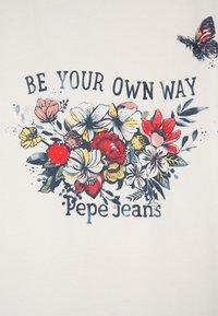 Pepe Jeans - Triko spotiskem - mousse - 3