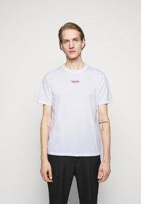 HUGO - DURNED - Print T-shirt - white - 0