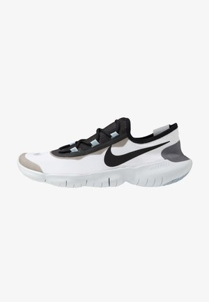 FREE RN 5.0 2020 - Minimalist running shoes - white/black/obsidian mist