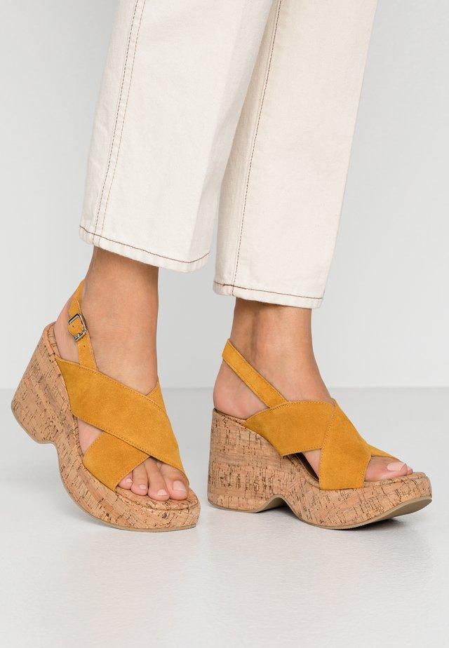 NOISE - Sandály na vysokém podpatku - mustard
