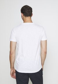 TOM TAILOR DENIM - Triko s potiskem - white - 2