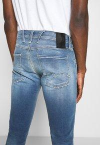 Replay - ANBASS HYPERFLEX RE-USED - Jeans slim fit - light-blue denim - 4