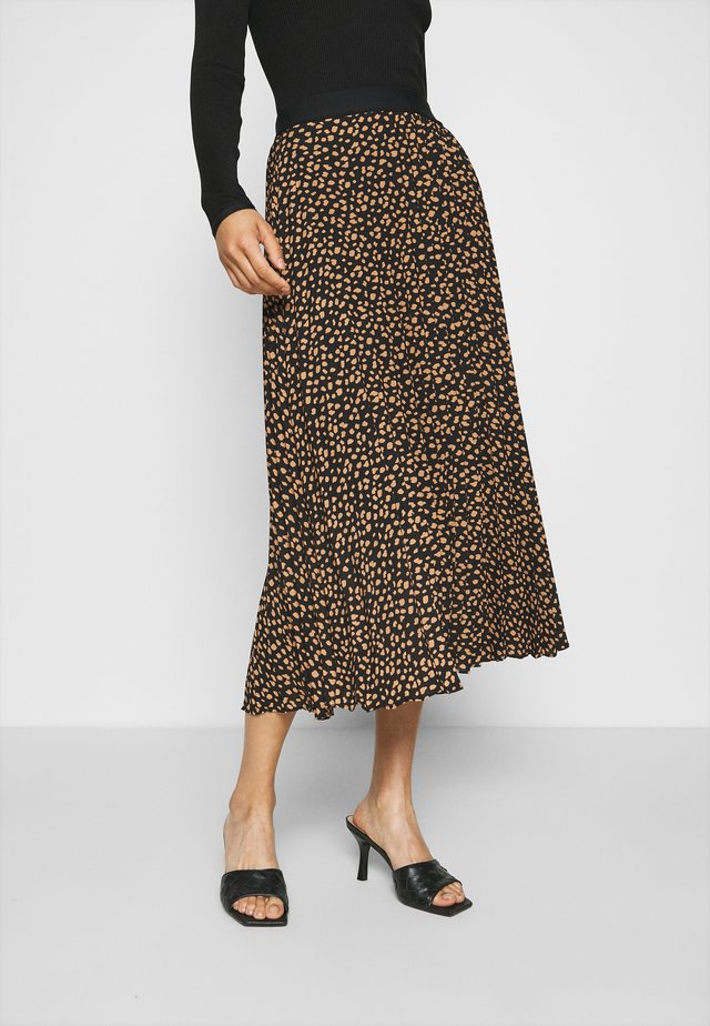 Pleated skirt - spots prin